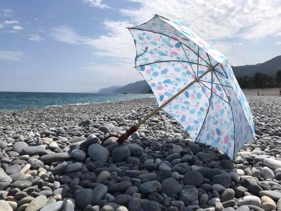 ヒスイ海岸 日傘